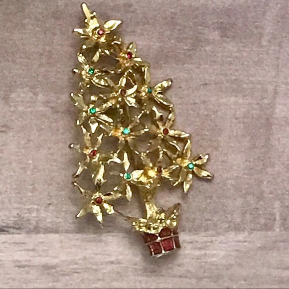 Pointsetta Christmas Tree.Vintage Gold Poinsettia Christmas Tree Brooch